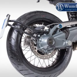 Swing arm number plate holder centered