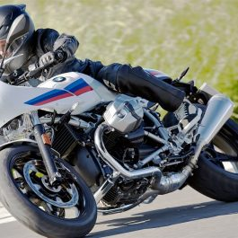BMW RnineT racer-hero