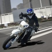 DR-Z400SML7_action02_1471484029