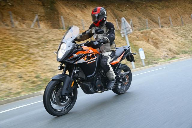 KTM 1090 Adventure action 3