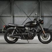 Triumph-T100-black-1