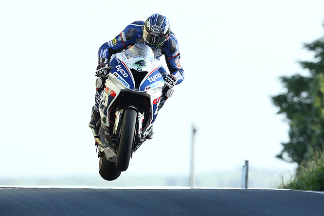 DAVE KNEEN/PACEMAKER PRESS, BELFAST: 31/05/2016: Ian Hutchinson (BMW - Tyco BMW) at Rhencullen during qualifying for the Monster Energy Isle of Man TT.